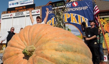 Post 32 2017-pumpkin-weigh-off-winner-joel-holland-3-lg